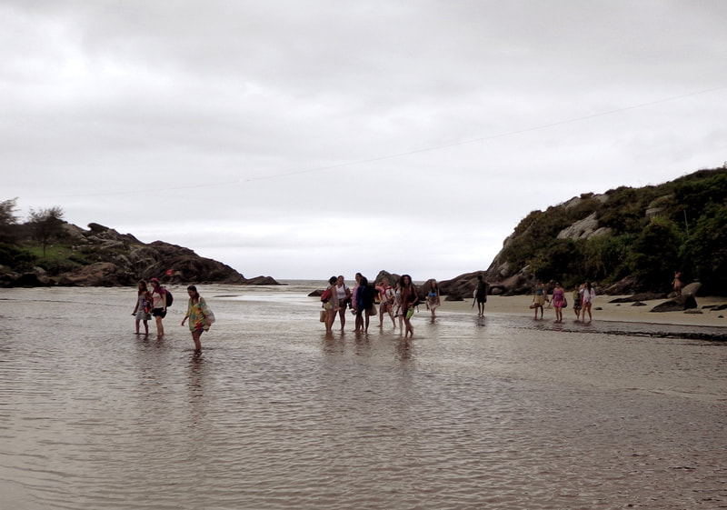 Outdoor class, crossing the river at Matadeiro beach in Art of Birth workshop by Naoli Vinaver. Photo by Naoli Vinaver