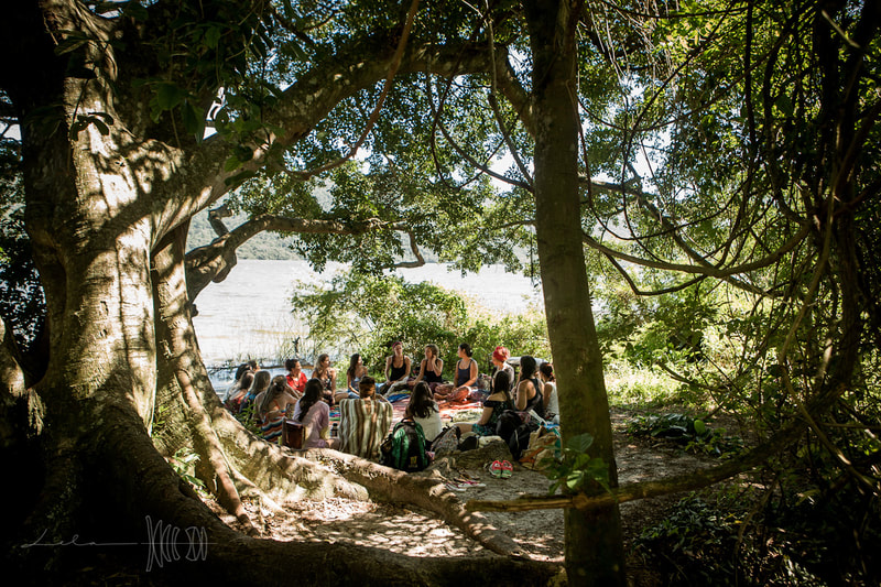Outdoor class taught by Naoli Vinaver at Art of Birth workshop in Florianopolis, Brazil. Photo by Lela Beltrão.
